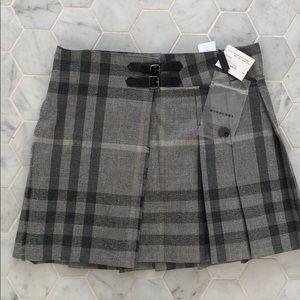 👑NWT Burberry girl size 12y plaid skirt
